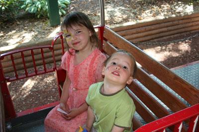 Kids-on-train-at-zoo