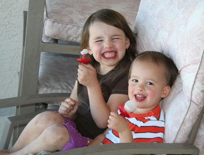 Kids-eating-limeade-popsicles